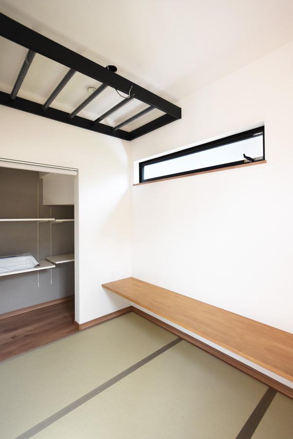 2021年8月26日社内検査2_広々とした造作カウンターのある和室