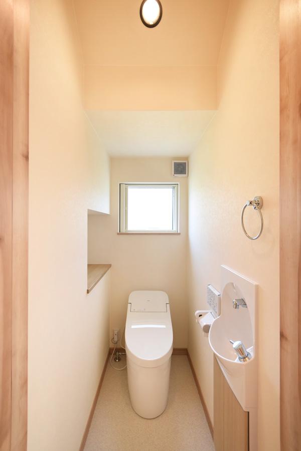 2021年8月26日社内検査1_階段下空間を活用した心地の良いトイレ
