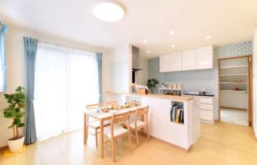 2階にLDKを配置することで眺望とプライバシーを両立!食事をしながら四季を楽しめます♪