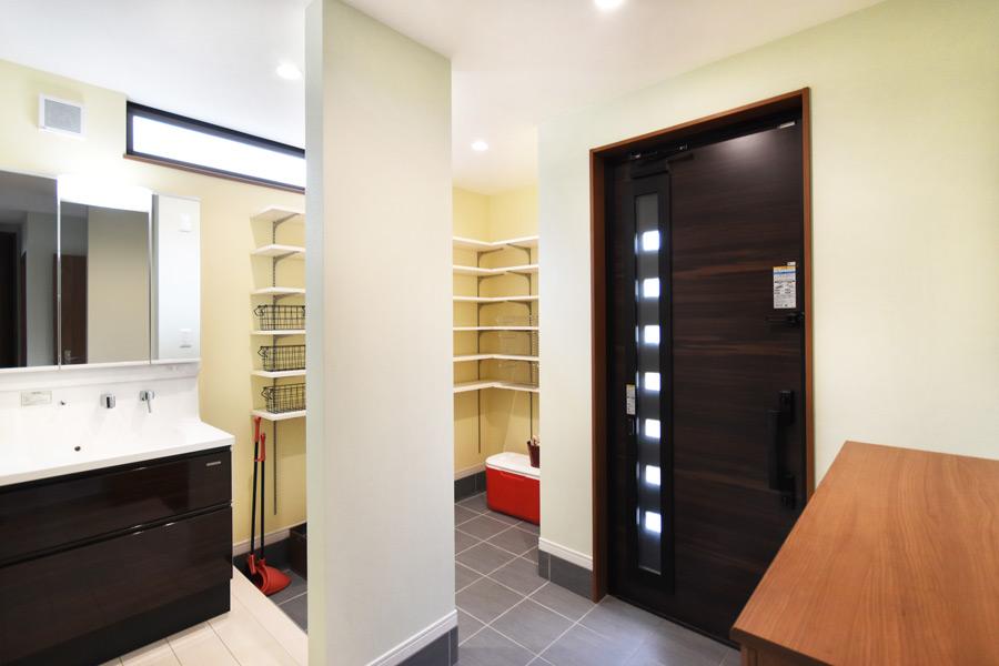 2021年9月2日社内検査_玄関クローゼットと洗面台を設置した快適な玄関