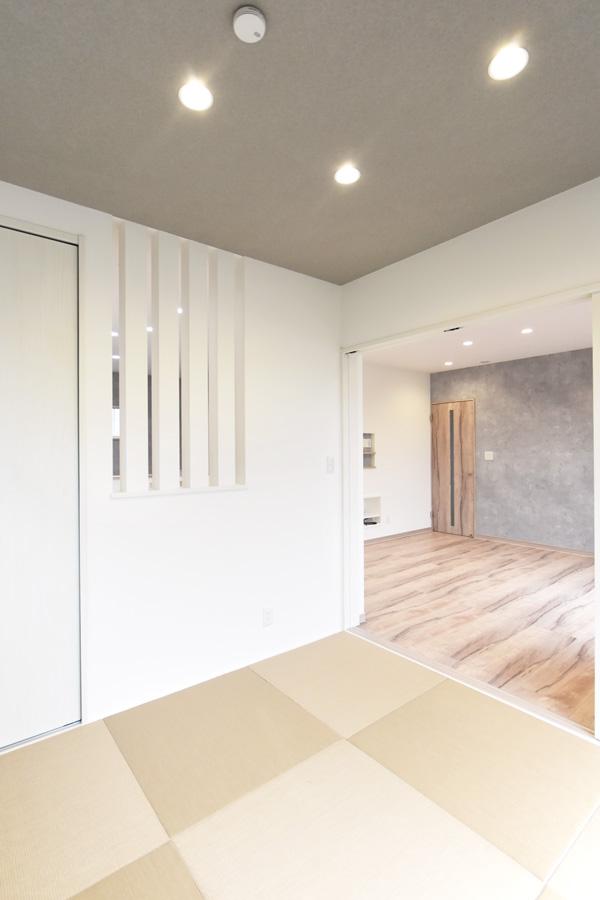 2021年9月9日社内検査(新築注文住宅)_化粧柱と天井のクロスがアクセントのお洒落な和室