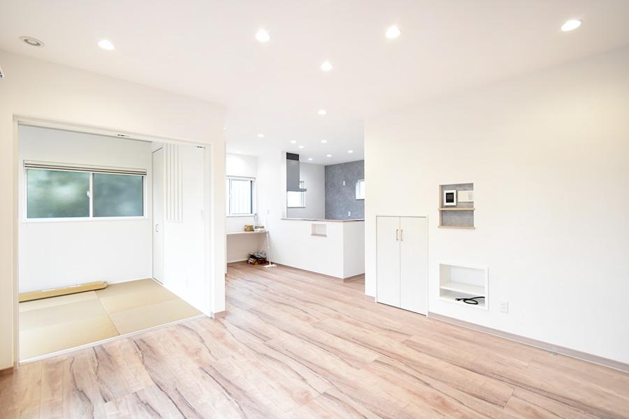 2021年9月9日社内検査(新築注文住宅)_一角に和室を配置した日当たりの良いLDK