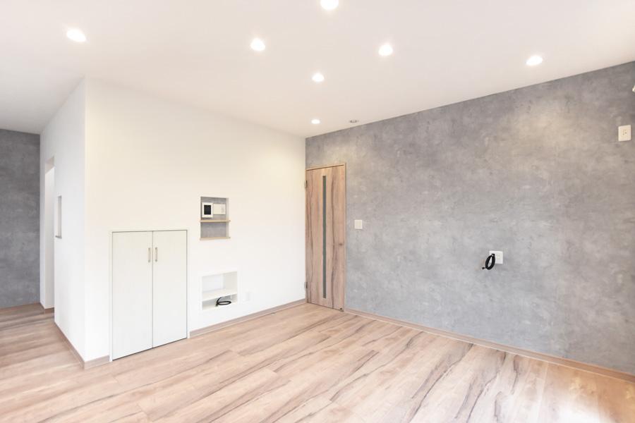 2021年9月9日社内県検査(新築注文住宅)_収納スペースを完備した明るいリビング