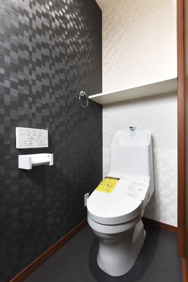 2021年9月9日社内検査(新築注文住宅)_モノトーンのクロスを採用したトイレ