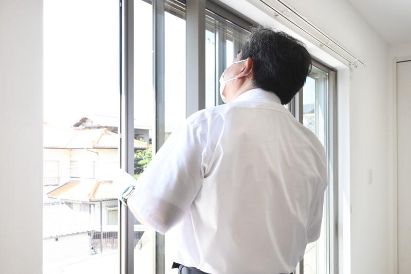 2021年9月24日社内検査_窓の動作確認をしている様子