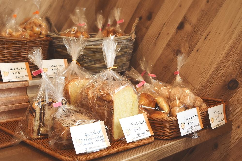 三島市徳倉にある「むぎん子畑」さんのパン_デニッシュ食パン_スイートクロワッサン_ひとくちドーナツ_チョコブレッド